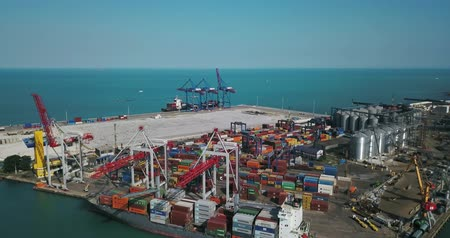 caminhões : Sea cargo port with big warehouse Stock Footage