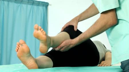 fizjoterapeuta : Knee rehabilitation on physiotherapy video