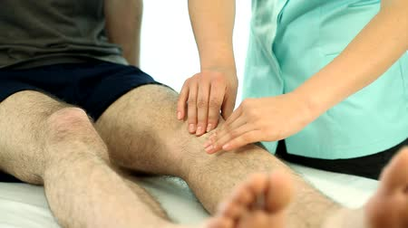 fizjoterapeuta : Physiotherapy knee massage video