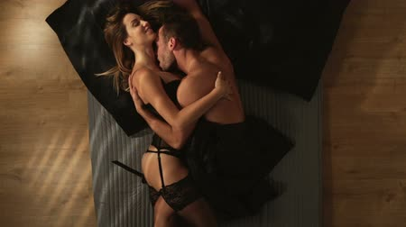 Video of affectionate couple in the bed Dostupné videozáznamy