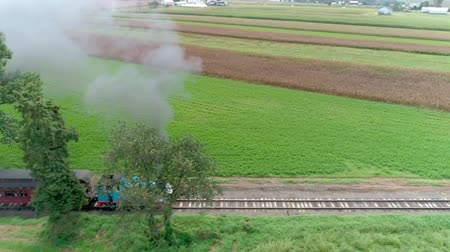 binari treno : Strasburgo, Pennsylvania, settembre 2018 - Thomas the Train sbuffando lungo Amish Country Farm atterra Filmati Stock