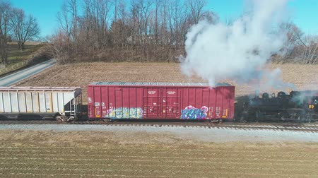 stoommachine : Strasburg, Pennsylvania, February 2019 - Aerial View of a Steam Freight and Passenger Combo Train as Seen by a Drone on a Sunny Winter Day