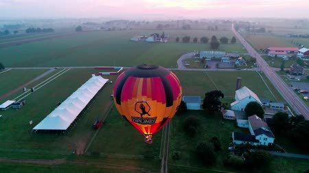 Пенсильвания : Bird in Hand, Pennsylvania, September 2018 - Hot Air Glow Balloons Taking Off, on a Early Sunrise.