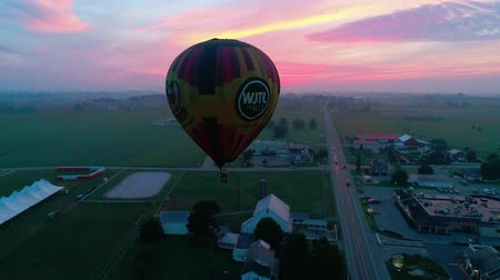 wrzesień : Bird in Hand, Pennsylvania, September 2018 - Hot Air Glow Balloons Taking Off, on a Early Sunrise.