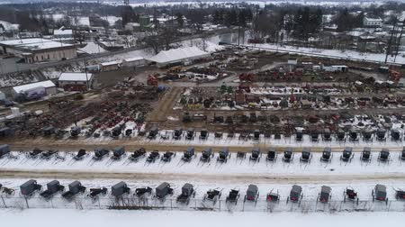 szénaboglya : Aerial View of Getting Ready for an Amish Winter Mud Sale Stock mozgókép