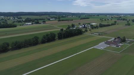 Пенсильвания : Aerial View of Amish Farm Land by Rail Road Track Стоковые видеозаписи