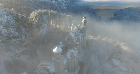 şövalye : Aerial view of  Neuschwanstein Castle at sunrise in winter landscape. Germany