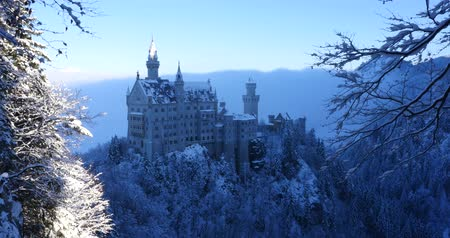 almanca : Neuschwanstein Castle at sunrise in winter landscape. Germany