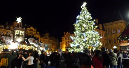 namesti : PRAGUE, 29 NOVEMBER 2015 - Christmas light. Old Town Square at Christmas time, Prague, Czech Republic. Stock Footage