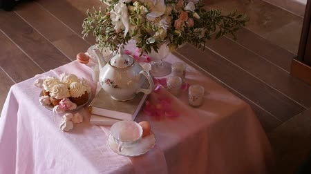 núpcias : tea table decorated with flowers