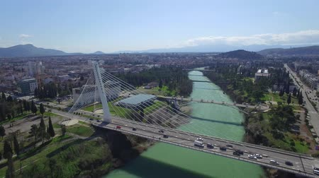 Черногория : aerial view of Millennium bridge over Moraca river, Podgorica