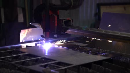 гравюра : Cutting of metal. Sparks fly from plasma and metal interaction