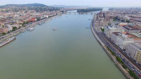маргарита : Aerial view of Budapest across Danube River Стоковые видеозаписи