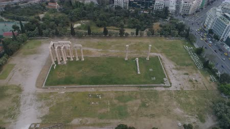 акрополь : aerial view of Temple of Zeus at Olympia in Athens and modern part of the city Стоковые видеозаписи