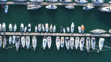 yat yarışı : Yacht parking, A marina lot, yachts and sailboats are moored at the quay. Stok Video