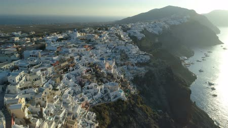 Санторини : Aerial view flying over city of Oia on Santorini Greece