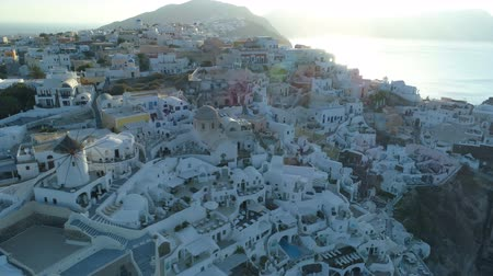 Киклады : Aerial view flying over city of Oia on Santorini Greece