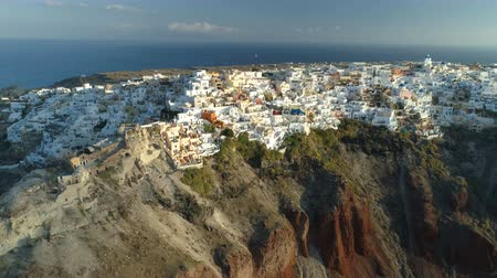 エーゲ : Aerial view flying over city of Oia on Santorini Greece