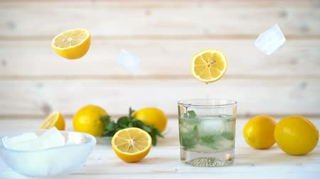 fodormenta : Cinemagraph - Pouring the lemon juice into a glass with ice and mint