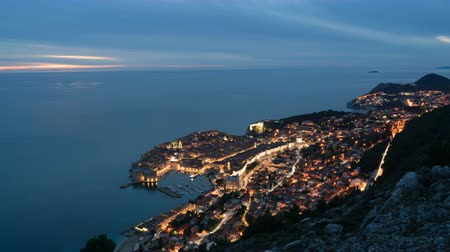 hırvat : Day to night time-lapse footage of the old town of Dubrovnik, one of the most famous tourist destinations in the Mediterranean Sea