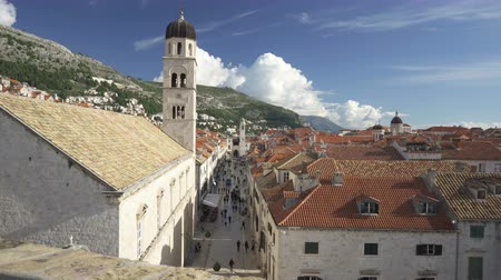 dalmácia : Main street Stradun of Dubrovnik on sunny day view from the city wall