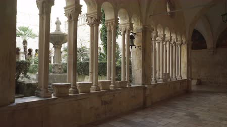 art roman : 13th Century Franciscan Monastery, with a view of the bell tower, in Dubrovnik. Vidéos Libres De Droits