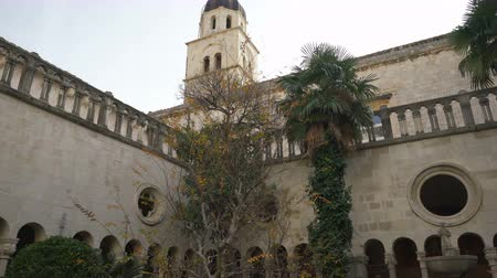 romanesk : 13th Century Franciscan Monastery, with a view of the bell tower, in Dubrovnik. Stok Video