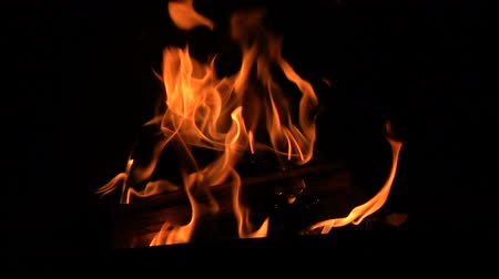 inflamável : Warm cozy burning fire in the fireplace.
