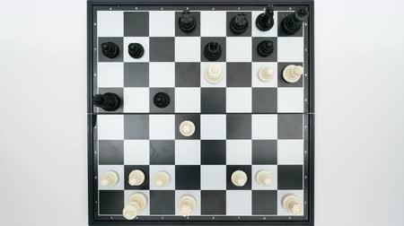 piskopos : chess game top view Stok Video