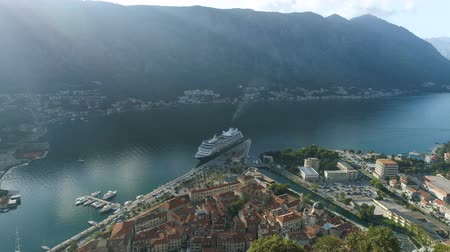 flight from the side of the fortress over the city of Kotor Dostupné videozáznamy