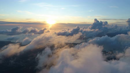sztratoszféra : flying above the clouds during sunset