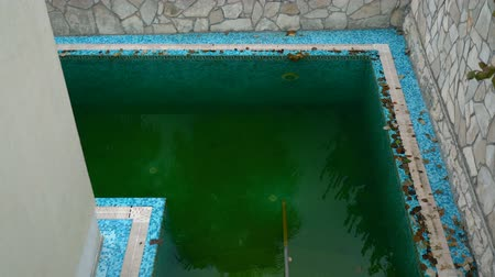 borowina : Dirty water in outdoor pool Wideo