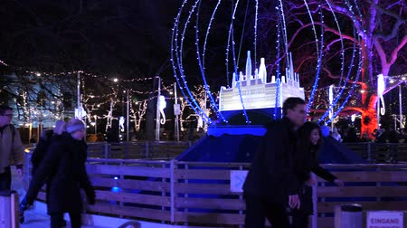 rathaus : Christmas market ice skating rink near town hall at evening time in winter Christmas decorationsChristmas Market Rathausplatz Vienna Austria Europe December 2018