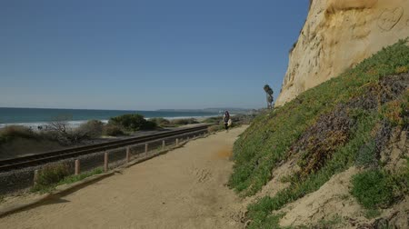 egyetlen virág : Active Senior woman hiking trail close to ocean with beautiful landscapes at summer day in california san clemente calafia beach. orange county lifestyle