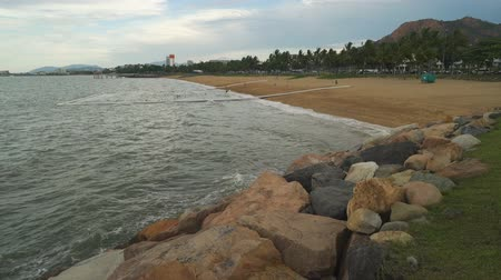 Beach in Townsville in the summer, Queensland, Australia Стоковые видеозаписи