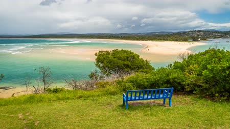 galler : Bench in front of Merimbula bay in New South Wales, zoom in Stok Video