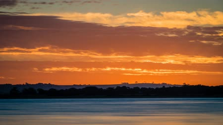 göl : Sunset over Lake Colac in Victoria, Australia, zoom in