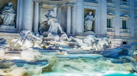 gezi : Trevi fountain in Rome by night with lights on, zoom in