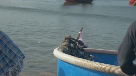Fisherman working in fishing village, Mui Ne, Vietnam Stok Video