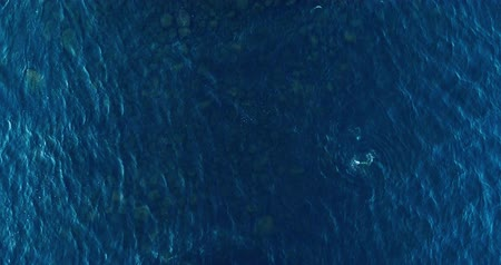 спокойный : Aerial View of a Crystal clear sea water texture. View from above Natural blue background. Turquoise ripple water reflection in tropical beach. Blue ocean wave. Summer sea. Top view. Waves in motion