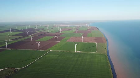 forgórész : Wind power station on the field. Concept and idea of alternative energy development. Alternative energy development - video Stock mozgókép