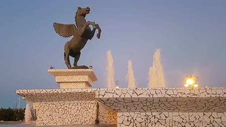 pegaz : Corinth, Greece, 5 October 2017. Corinth in Greece central square with pegasus statue and the fountain. Wideo