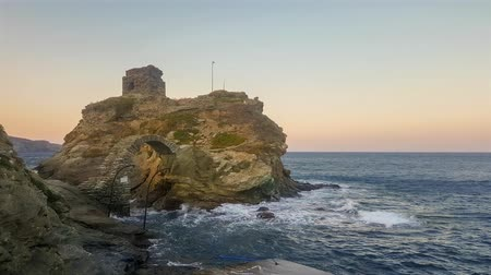 Киклады : Castle in Andros island in Greece. Famous touristic destination.