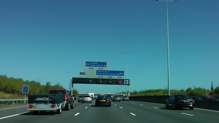otoyol : Driving along the Motorway in Summer (M25 London)