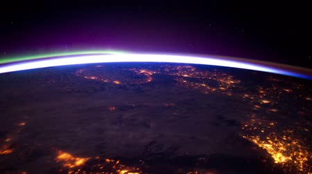 yörünge : Earth Orbit View ISS European City Lights.  Source: NASA Images http:eol.jsc.nasa.govVideosCrewEarthObservationsVideosVideos_Aurora.htm Stok Video