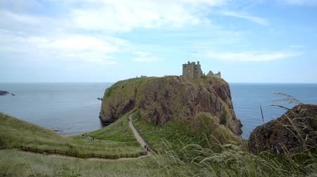 Dunnottar castle in Scotland in summer 2018 Стоковые видеозаписи