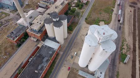 ürpertici : drone over flight of old factory Stok Video