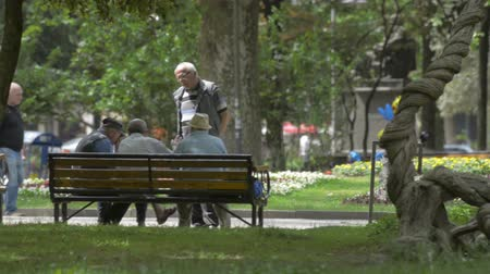 zahraniční : Kutaisi, Georgia - May 2017: Two old georgian men speaking sitting on park bench. Kutaisi, Georgia Dostupné videozáznamy