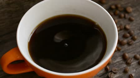 infusão : Coffee cup and coffee beans Stock Footage