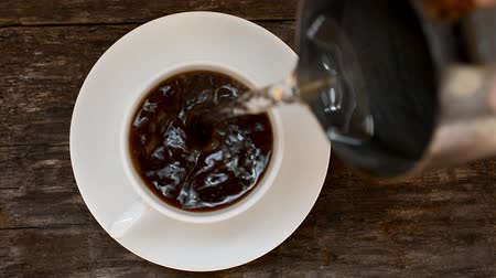 infusão : top view of coffee pour into cup from geyser coffee make Stock Footage